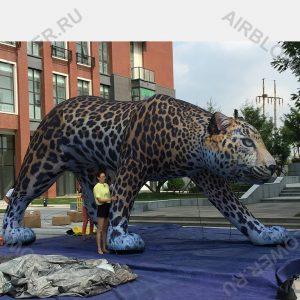Надувная фигура леопарда