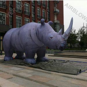 Носорог надувная фигура